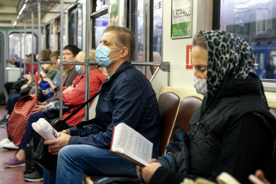 С 1 октября контроль за ношением масок в транспорте обещали ужесточить.
