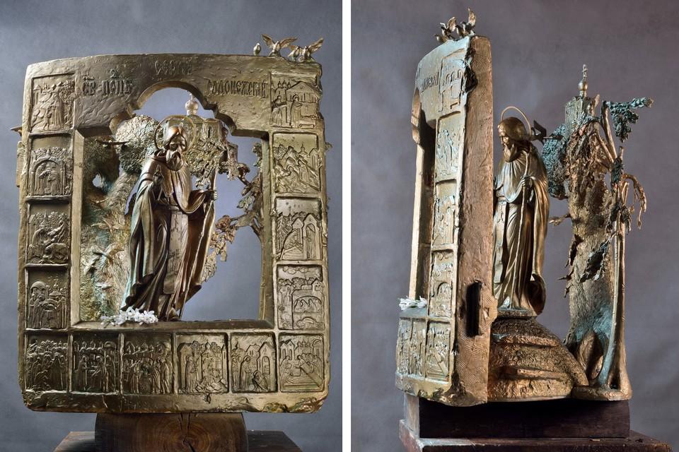 Памятник отцу Сергию выполнен как трехмерная икона.