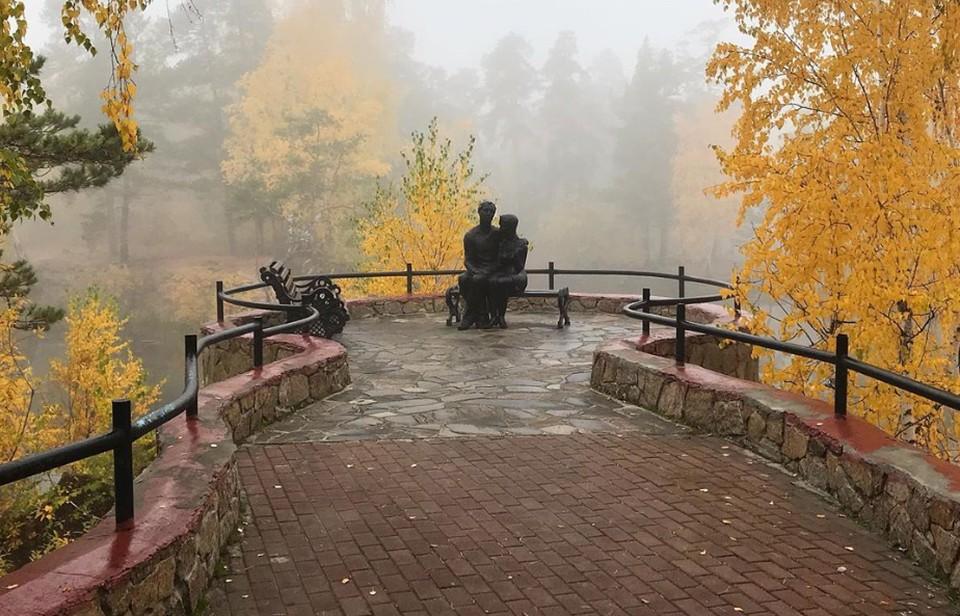 Статуи в осеннем тумане выглядят как живые. Фото: Instagram / silve_tta