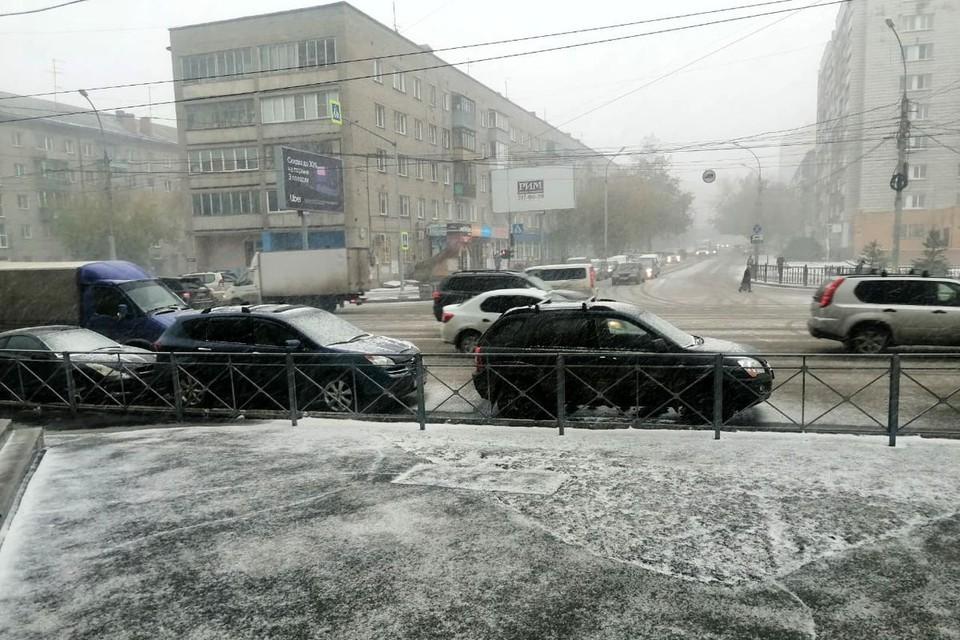 На город обрушилась непогода.