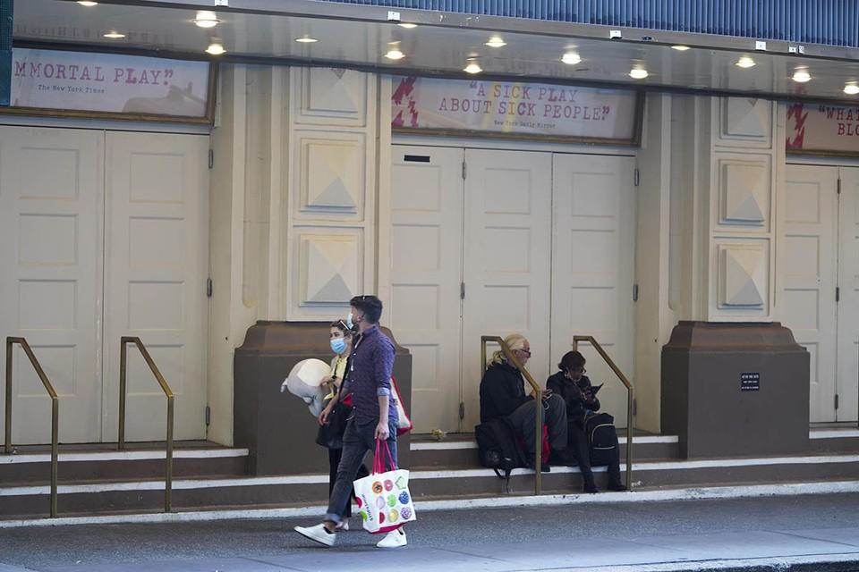 До коронавирусной пандемии, карантина и режима самоизоляции, объявленных весной этого года, жизнь на Бродвее кипела круглосуточно.