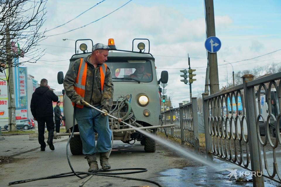 В этом году осень сухая, поэтому жидкой грязи на улицах практически нет.