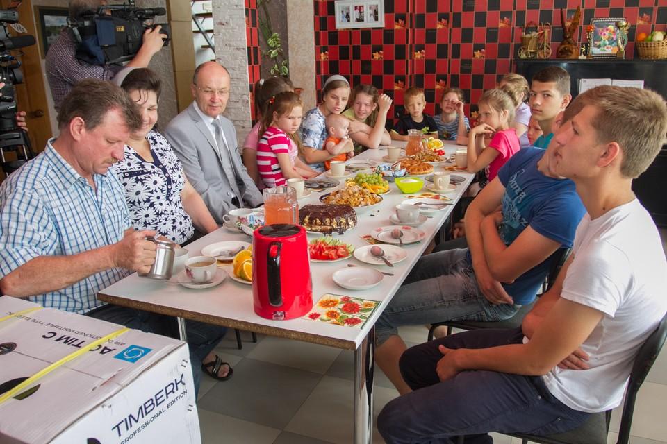 Председатель ЗС Владимир Киселёв считает, что покупка автомобиля на средства маткапитала будет хорошей формой поддержки семей с детьми.