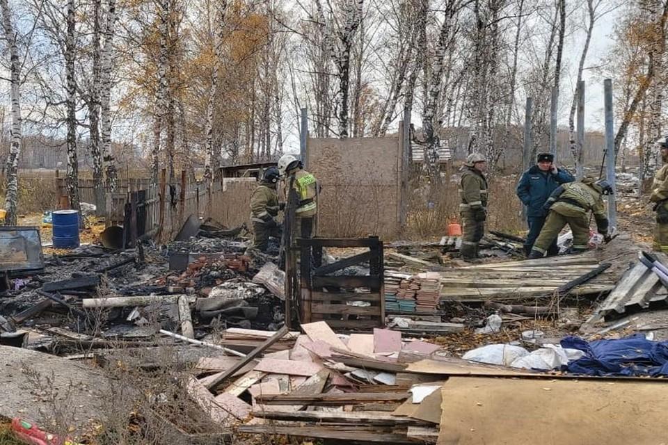 На месте ЧП работают следователи и спасатели. Фото: МЧС по Новосибирской области
