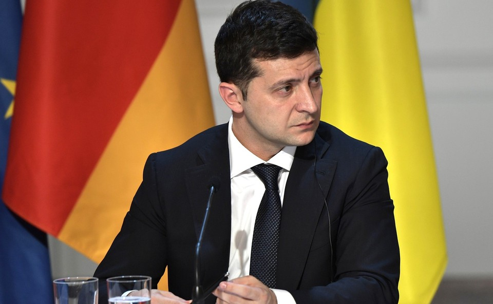 Зеленский заявил, что в день местных выборов украинцы пройдут опрос.