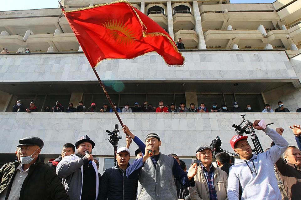 14 октября в центре Бишкека снова митинговали. На Старой площади собрались тысячи сторонников Садыра Жапарова