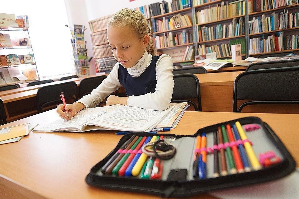 Количество случаев коронавируса в школах назвали в Минпросвещения
