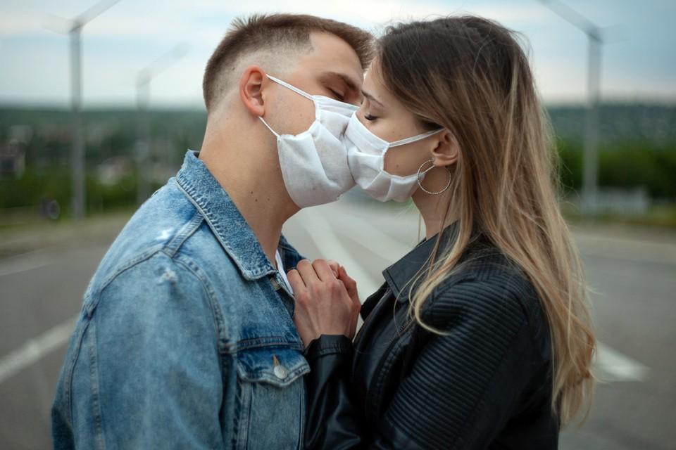 Женщины чаще мужчин считают коронавирус серьёзной проблемой