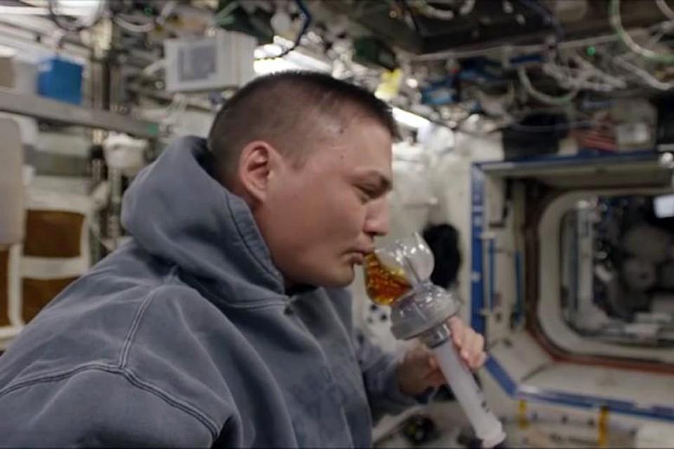 Так пьют на орбите кофе и чай