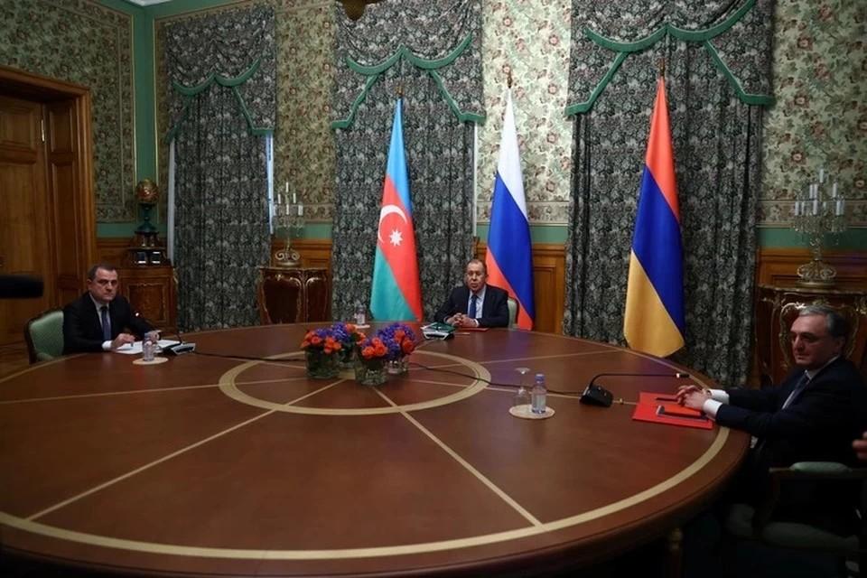 Лавров обсудил карабахский конфликт с главами МИД Армении и Азербайджана