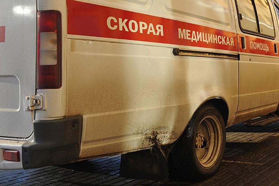 """55-летнюю пассажирку """"Лады"""" с травмами разной степени тяжести отвезли в больницу."""
