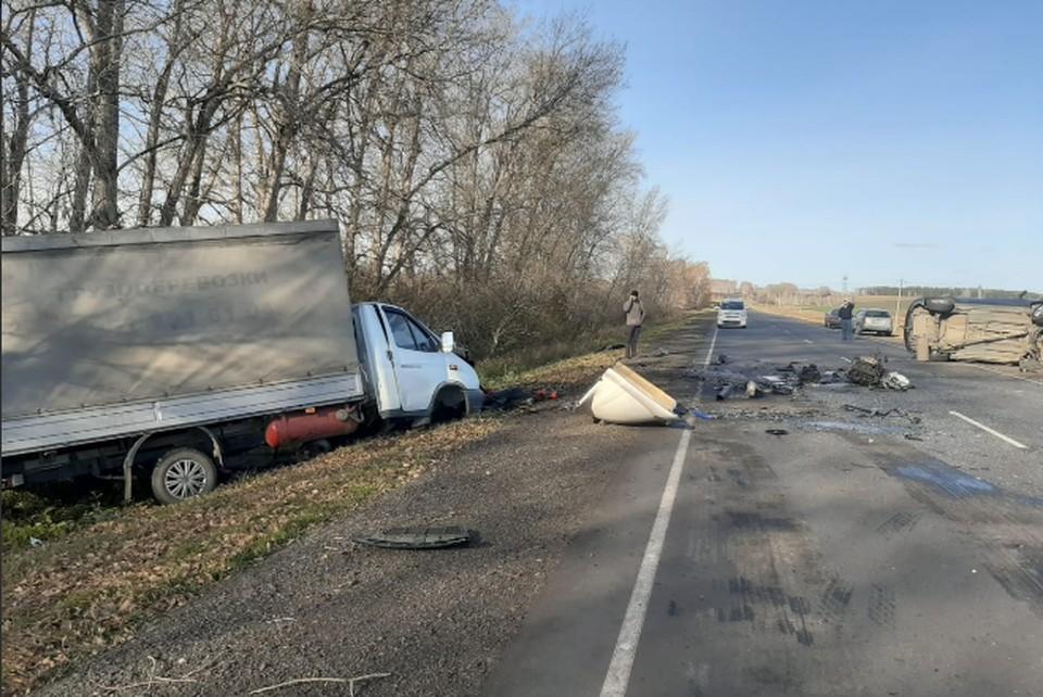 Судя по фото, удар был сильнейший. Фото: отдел пропаганды ГИБДД Челябинской области.