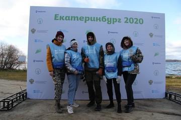 Волонтеры собрали более 100 мешков мусора на озере Шарташ