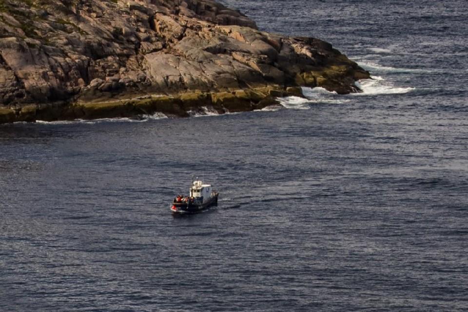 Из 10 человек на борту спасти удалось семерых.