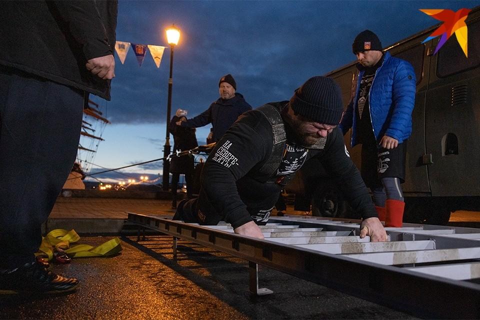 """Увы, в Мурманске не смогли установить мировой рекорд по буксировке барка """"Седов""""."""