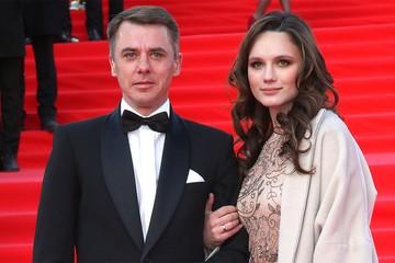 """""""Неужели опять беременна?"""": бывший муж Екатерины Климовой показал красавицу-жену и дочек"""