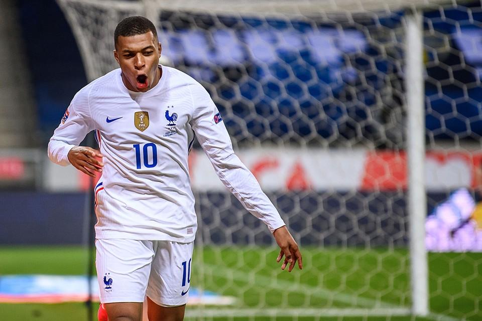 Самый дорогой футболист мира на данный момент - 21-летний француз Килиан Мбаппе. Его стоимость оценивают в 180 млн евро