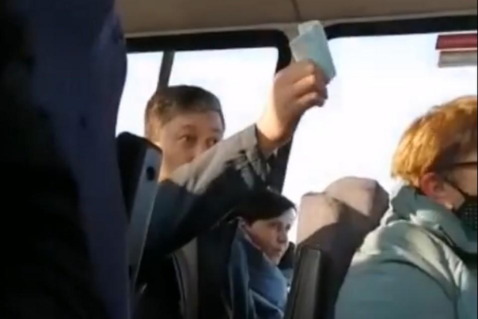 Конфликт произошел уже в салоне маршрутного автобуса.