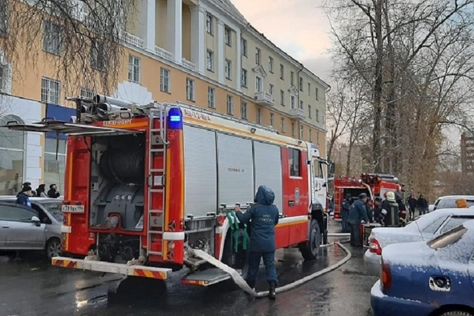 Из здания были эвакуированы 300 человек. Фото: ГУ МЧС