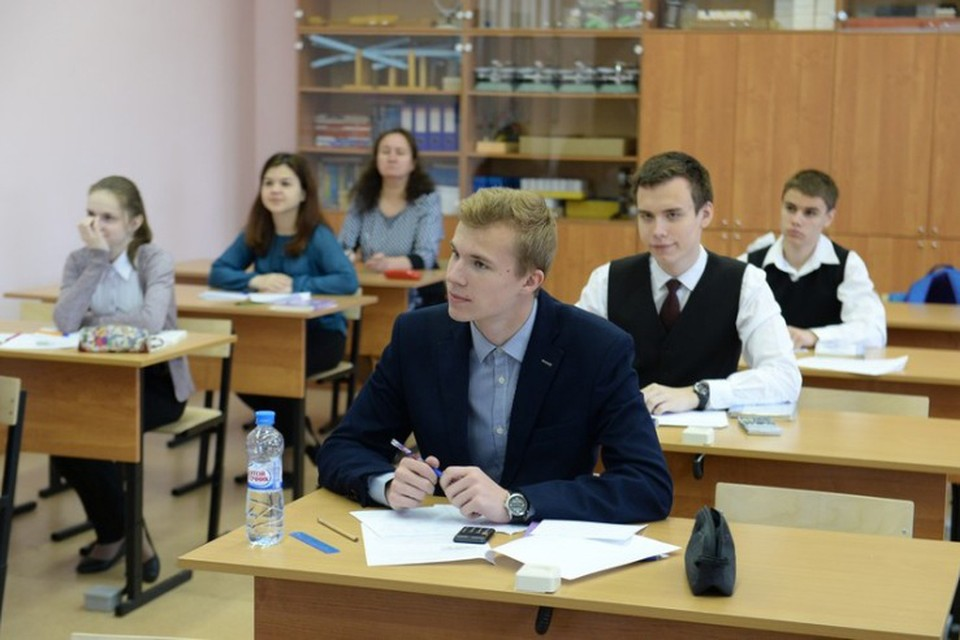 В этом году 55 выпускников школ Ленобласти сдали ЕГЭ на 100 баллов. Фото: пресс-служба правительства Ленинградской области.