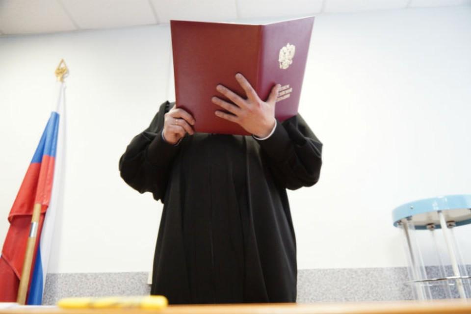 Экс-директора турагентства взяли под стражу в зале суда