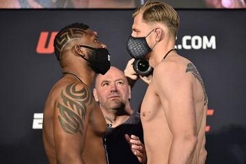 Александр Волков победил Уолта Харриса техническим нокаутом на UFC 254