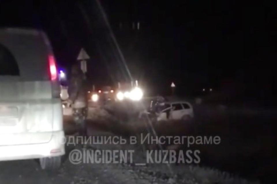 В лобовом ДТП с грузовиком в Кузбассе погиб водитель легковушки. ФОТО: Инстаграм, dtp_kuzbass
