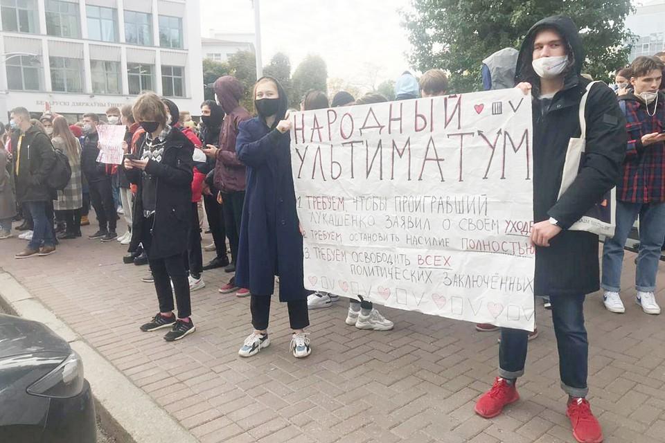 С самого раннего утра в разных концах столицы Республики Минске стали выстраиваться цепи солидарности