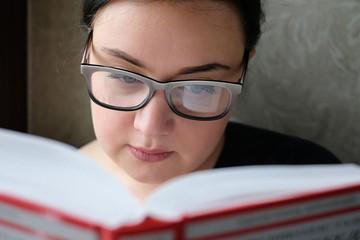 Что читать осенью-2020: Как дожить до ста лет и расстаться с десятью мужчинами подряд