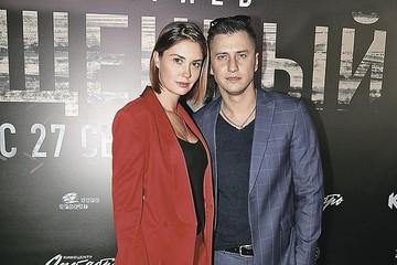 «Хочет вернуть жену, но не знает как»: Павел Прилучный бросил «папину дочку» Мирославу Карпович