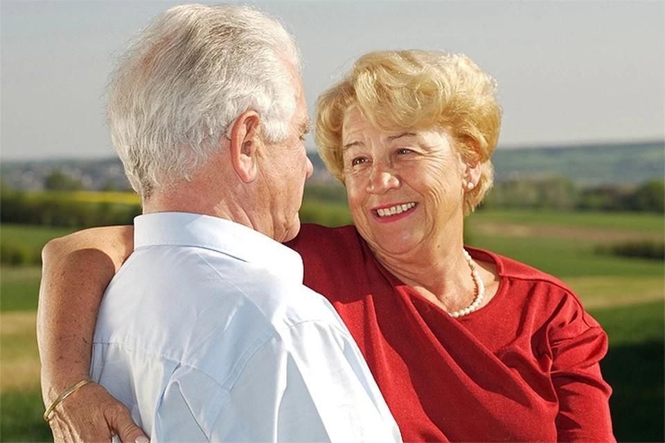 Психолог: люди старше 60 стали чаще жениться