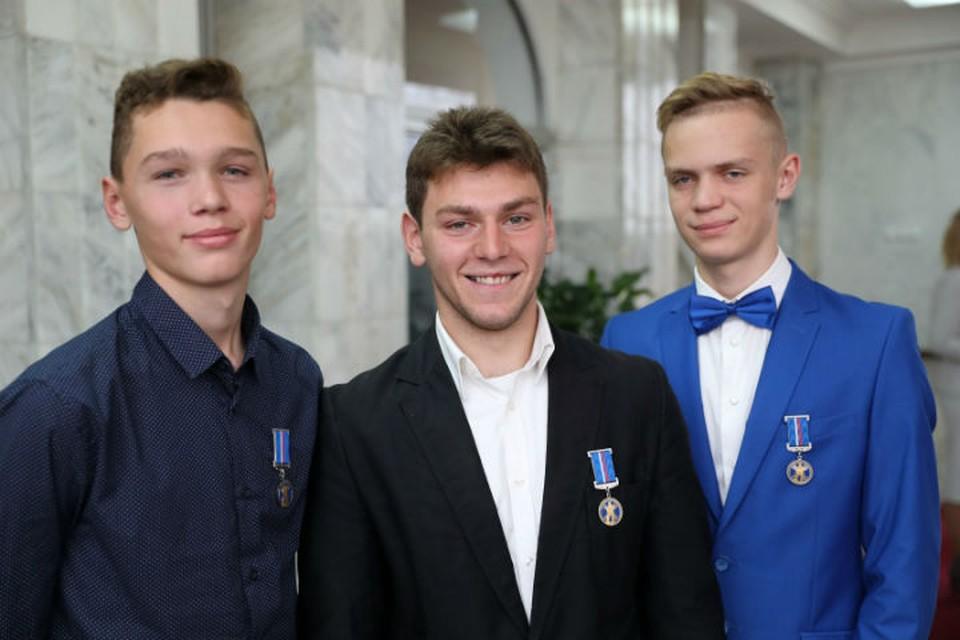 Никите Смирнову, Димитрию Чиковани и Никите Фадееву вручили медали Совета Федерации «За проявленное мужество»