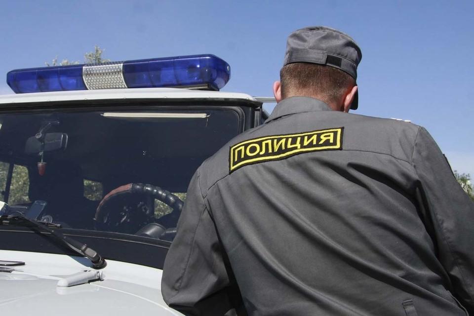 Одного сотрудника полиции подросток ранил в ногу.
