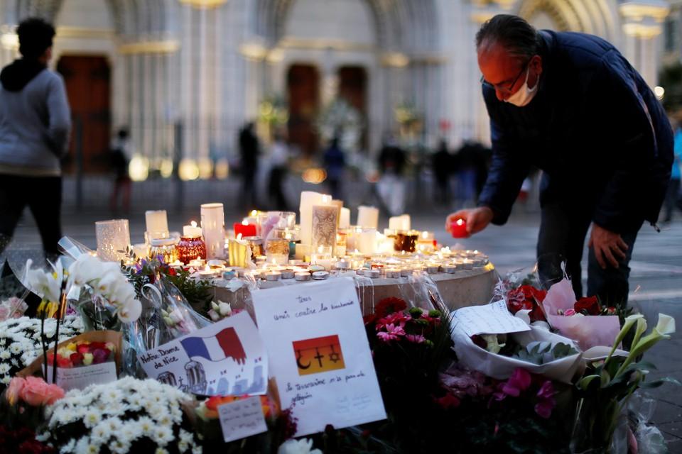 От рук тунисского нелегального иммигранта-исламиста Брахима Ассуауи погибли три человека