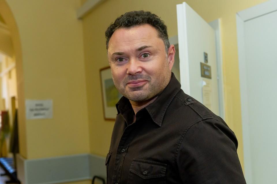 Актер Носков заболел коронавирусом, но лечится дома.