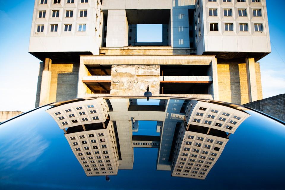 Отдельные элементы здания восстановить уже невозможно, поэтому требуется серьезный демонтаж.