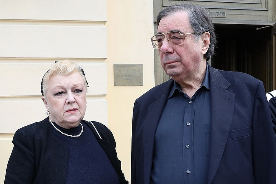 Михаила Семеновича и его супругу актрису Наталью Дрожжину обвиняют в мошенничестве с имуществом вдовы и дочери Алексея Баталова