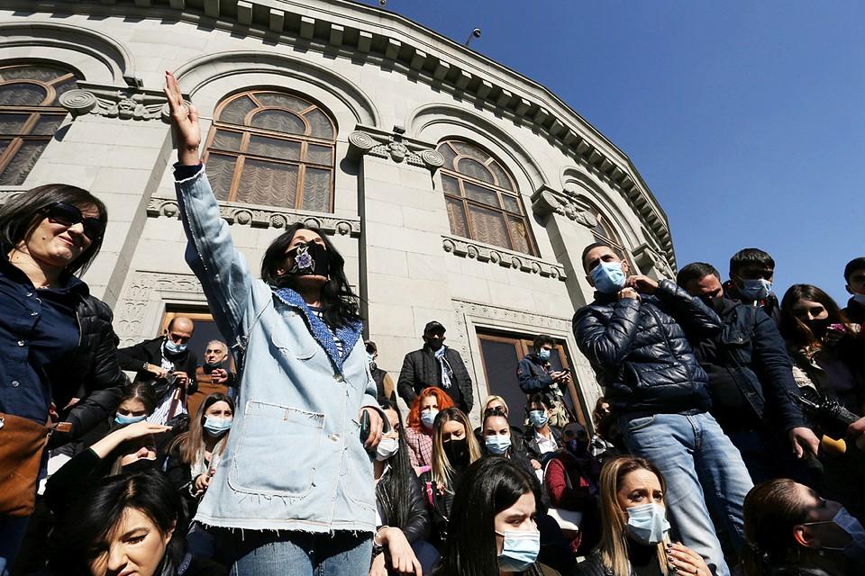 Cитуация в Ереване развивается самым ожидаемым образом