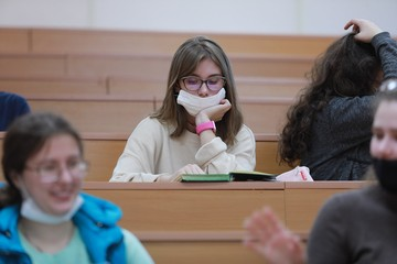 Студентов Москвы и Питера до февраля перевели на удаленку