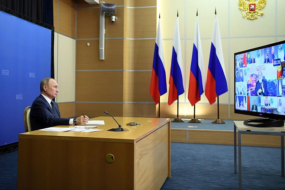 Путин начал с поздравлений