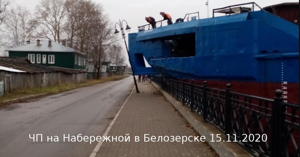 В Белозерске баржа протаранила набережную