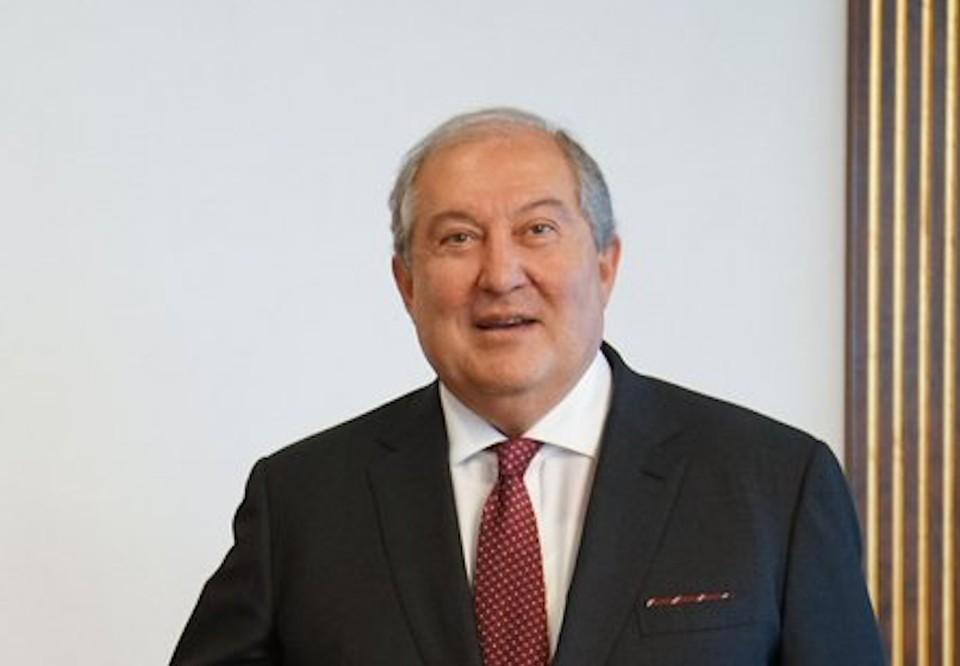 Власть в Армении в связи с кризисной ситуацией в стране должна быть передана правительству национального согласия, сказал Саркисян.
