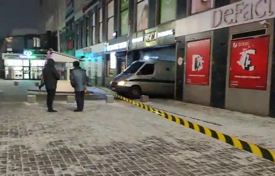 Торговый центр был оцеплен несколько часов.
