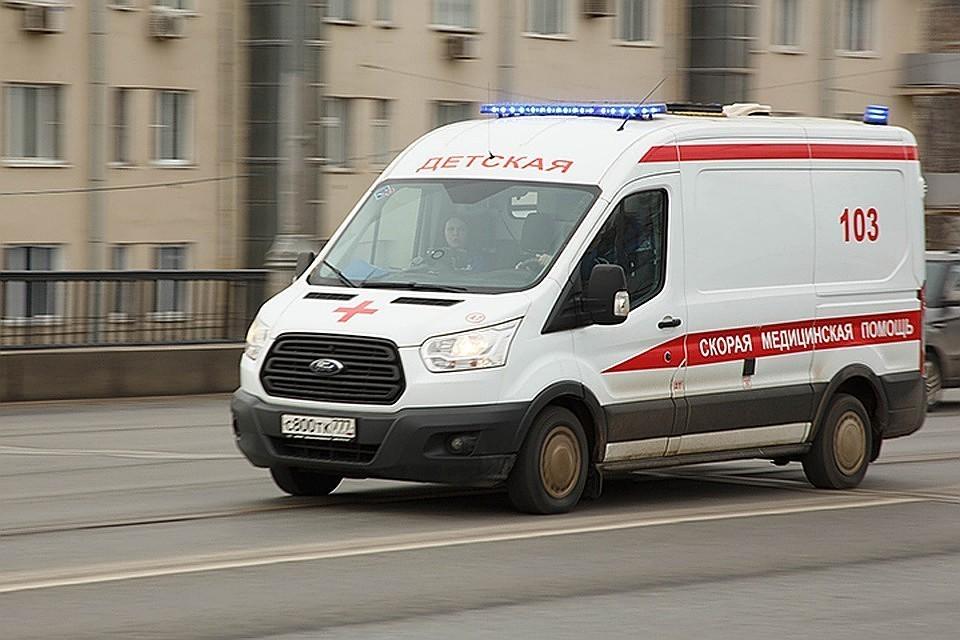 Видео столкновения скорой и трактора в Москве появилось в сети