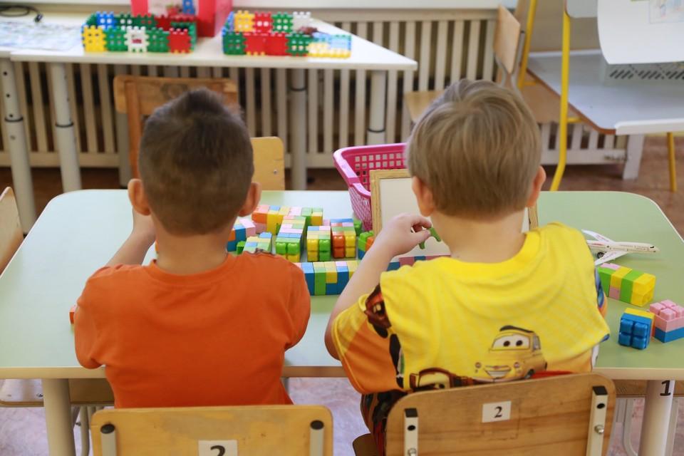 На воспитателя пожаловалась мать мальчиков-двойняшек.