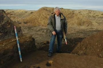 Названа причина смерти известного челябинского археолога, открывшего Аркаим
