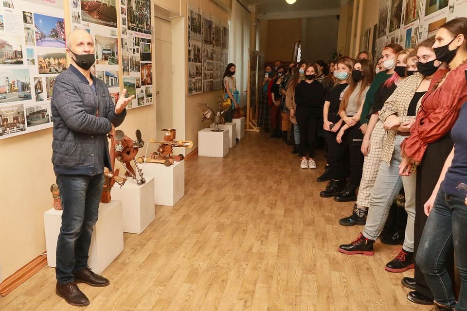 В Алтайском институте культуры открылась выставка «Союз искусств».