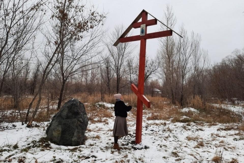 Поклонный крест на месте расстрела