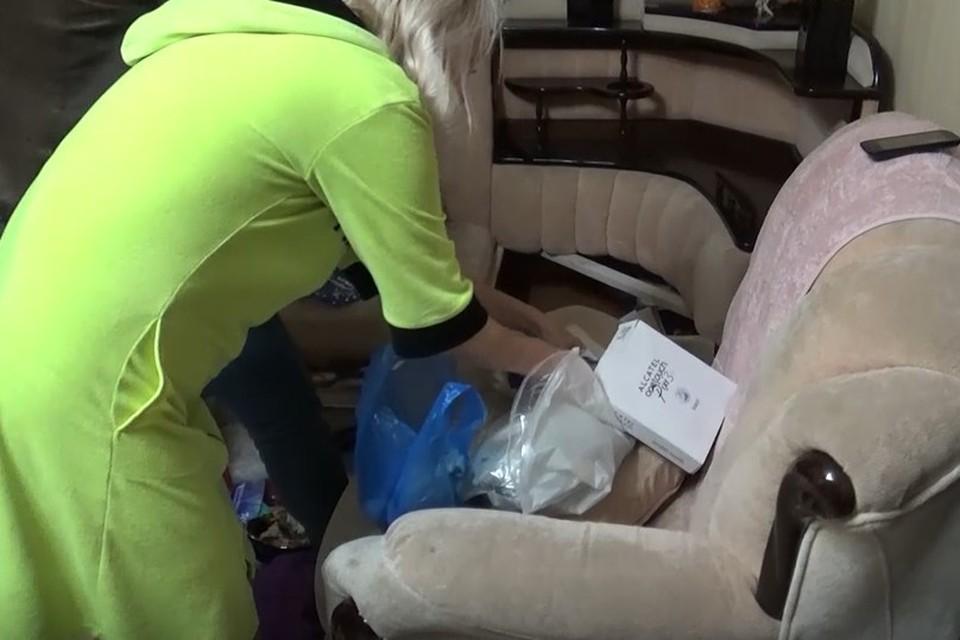 В квартире женщины провели обыск. Фото: кадры видео, предоставлено ГУ МВД по Челябинской области