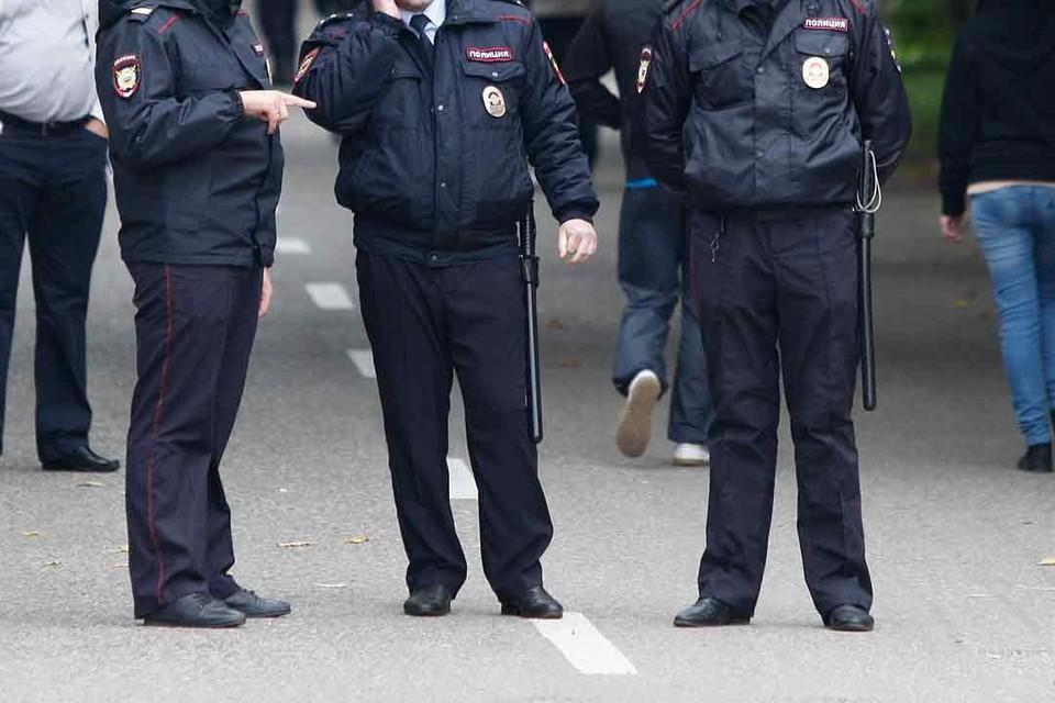 Полицейский действительно применил физическую силу, но вовсе не из-за отсутствия маски, как об этом писали в соцсетях